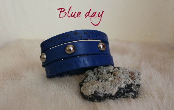 modrý dámsky náramok